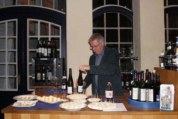 Foto: Gudrun Krüger - Wein und Käse Seminar im Weinhandelshaus von Melle in Lübeck
